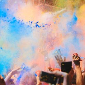 Gutschein: 2 x Holi-Gaudy-Festival Karten inkl. 2 Farbbeutel für 24,70 €
