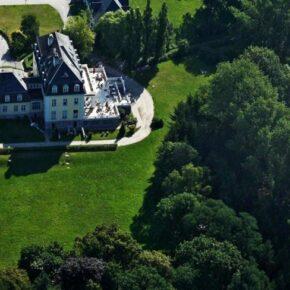 Schlosshotel Groß Plasten von oben