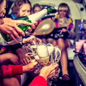 Partyzug zum Kölner Karneval: Hin- & Rückfahrt inkl. DJ für 34€