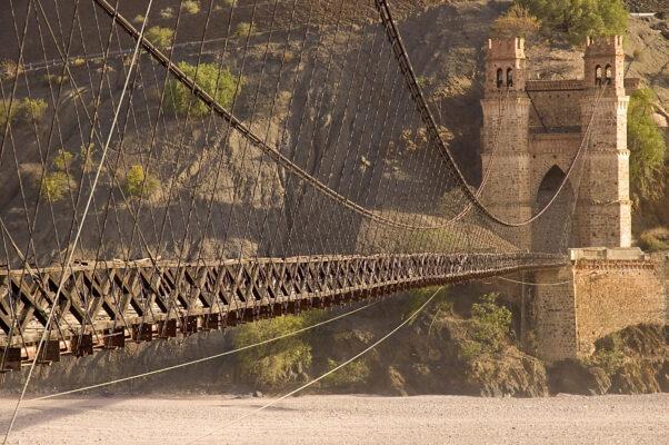 Bolivien Brücke hoch