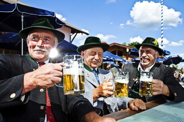 Deutschland Bayern München Prost Bier Tracht