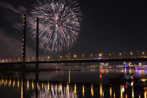 Düsseldorf Nacht Feuerwerk