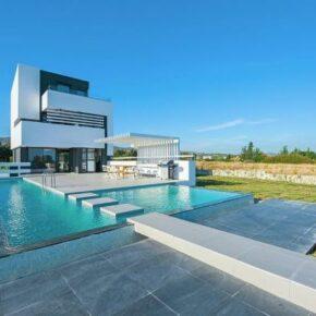 8 Tage Ferienvilla auf Rhodos mit Pool & direkter Strandlage ab 181€ p.P.