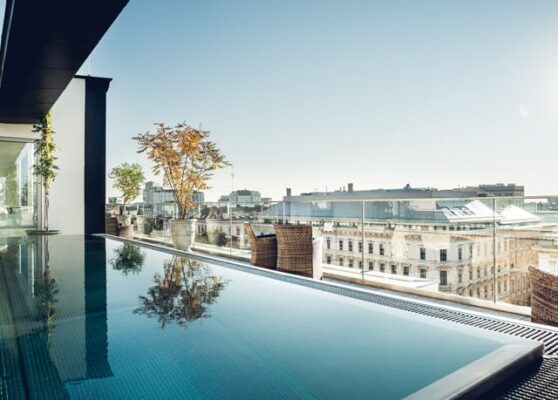 Grand Ferdinand Pool Seite