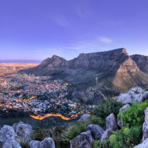 Kapstadt: 15 Tage mit 3* Hotel, Frühstück & Flügen für 575€