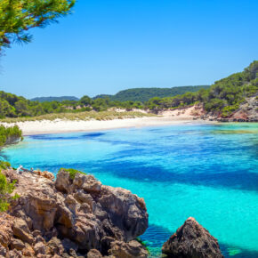 Frühbucher Menorca: 7 Tage im TOP 4* Hotel mit Halbpension, Flug, Transfer & Zug nur 429€