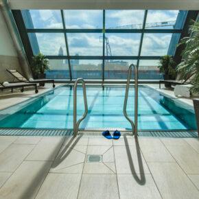 Frankfurt Radisson Blu Hotel Pool