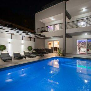Kroatien: 8 Tage LUXUS-Villa mit Panoramablick, Pool, Jacuzzi & Sonnendeck ab 258€ p.P.