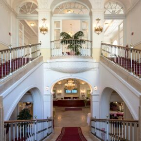 Schloss Wilhelminenberg Lobby