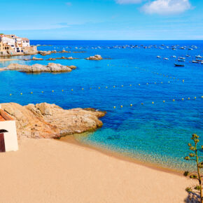 Spanien: 8 Tage Costa Brava im 3* Hotel mit Vollpension inkl. Flug & Transfer für 359€