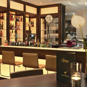 Fleming's Deluxe Hotel Bar