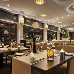 Fleming's Deluxe Hotel Restaurant