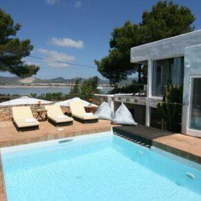 8 Tage in einer grandiosen Villa auf Ibiza mit eigenem Pool für 176 €