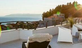 Kroatien: 8 Tage LUXUS-Villa mit Panoramablick, Pool, Jacuzzi & Sonnendeck für 249€