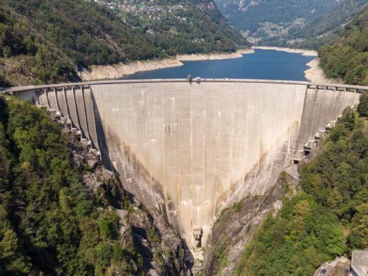 Schweiz Verzasca Staudamm