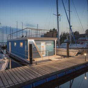 8 Tage Luxus-Aufenthalt in eigenem Ostsee-Hausboot mit Dachterrasse auf der Insel Fehmarn nur 264€