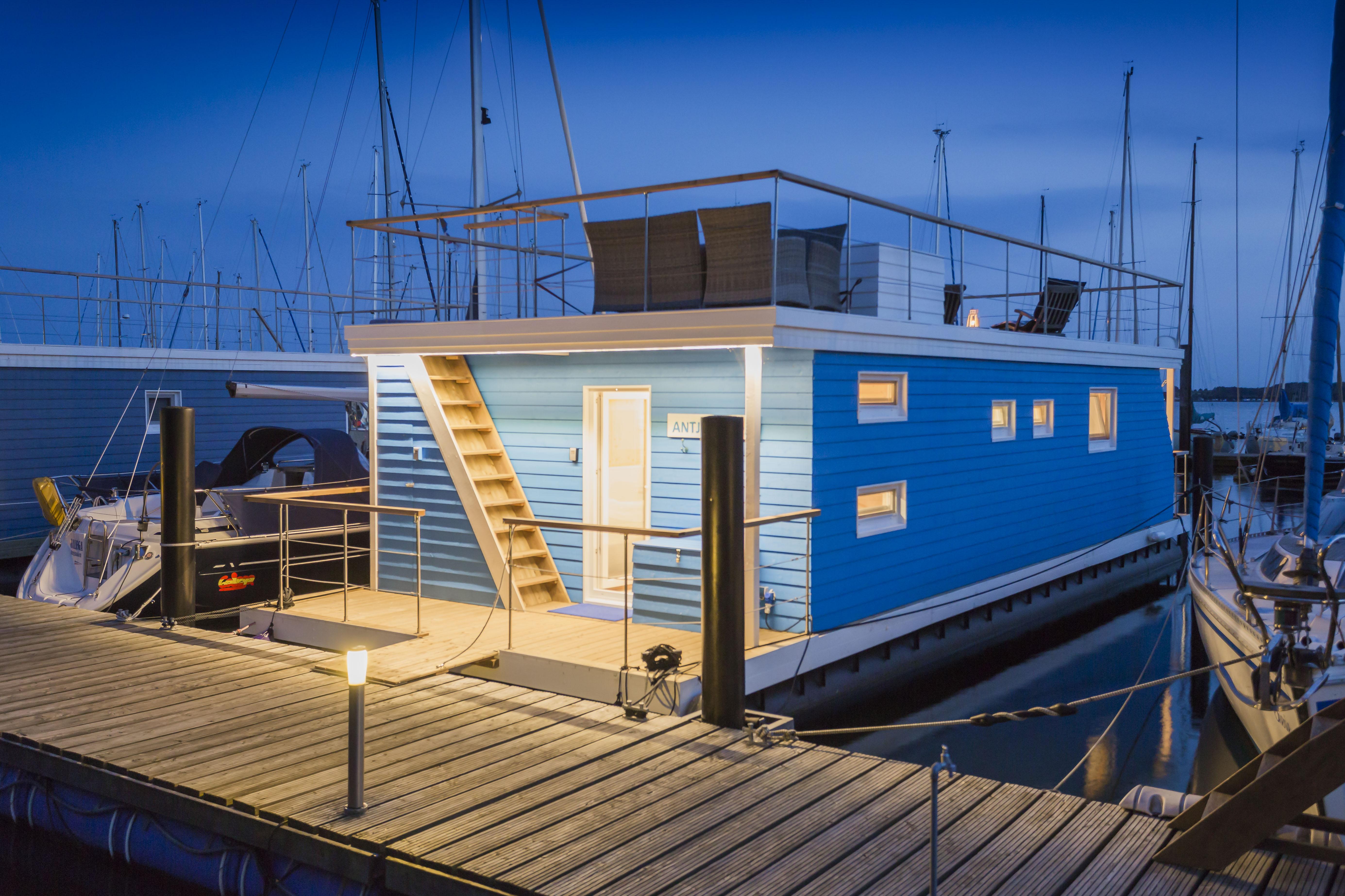 8 tage luxus aufenthalt in eigenem ostsee hausboot mit dachterrasse auf der insel fehmarn nur. Black Bedroom Furniture Sets. Home Design Ideas
