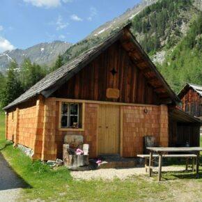 Rustikale Alpenidylle: 8 Tage gemütliche Berghütte in Österreich nur 75€