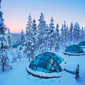 Winter-Wochenende: 4 Tage Finnland im speziellen Glas-Iglu im 4* Resort mit Halbpension & Wellness nur 903€