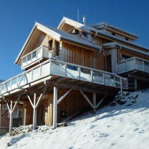 Kärnten: 8 Tage im eigenen Chalet im Skigebiet mit Sauna & Whirlpool ab 119€