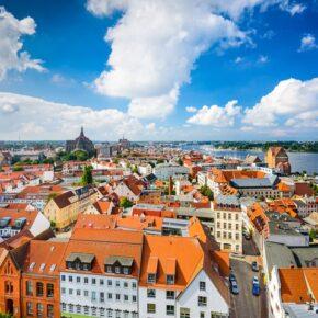 Ostsee: 3 Tage Rostock im coolen Containerhostel mit Frühstück & Extras ab 49€