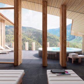 Ab auf die Piste: 3 Tage Skiurlaub im neu eröffneten 4* Hotel mit Halbpension & Rooftop-Spa nur 169€