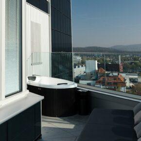 Wochenende mit Panorama-Whirlpool: 3 Tage im AquaTurm am Bodensee mit Frühstück nur 149€