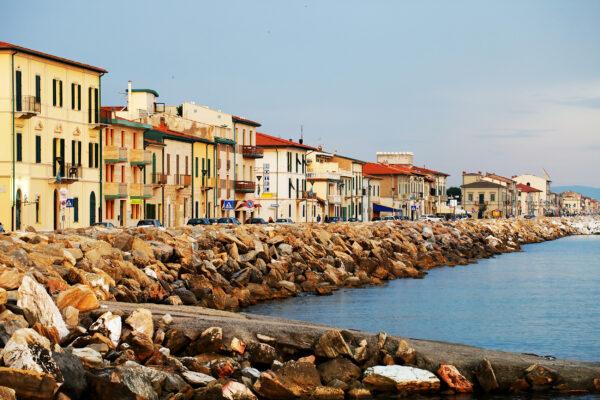 Italien Pisa Flussufer