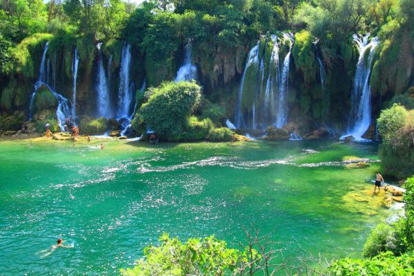 Bosnien Kravica Wasserfall Baden