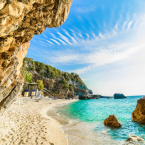 Frühbucher: 7 Tage Korfu im TOP 4* Hotel mit All Inclusive, Flug, Transfer & Zug nur 315€
