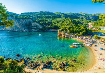 Neueröffnung auf Korfu: 8 Tage im 5* Luxus-Hotel mit Frühstück, Flug, Zug und Transfer für 9...
