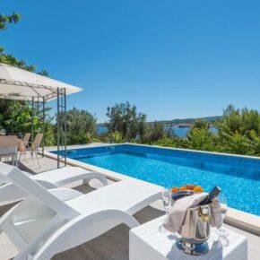 Kroatien: 8 Tage im eigenen Ferienhaus mit Pool & Meerblick nur 91€