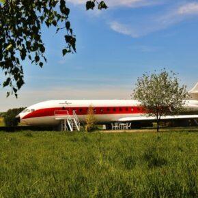 Fancy: 2 Tage in einem ehemaligen französischen Flugzeug in La Chapelle aux Boi für 57,50€