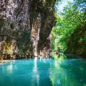 Martvili Canyons: 8 Tage Martvili in Georgien mit Unterkunft & Flug nur 118€