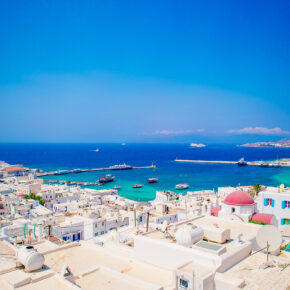Sommerferien Inselhopping: 15 Tage auf Mykonos, Naxos & Syros mit Unterkünften & Flug nur 382€
