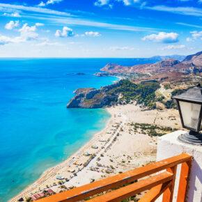Rhodos: 5 Tage im TOP 5* Hotel in Strandnähe mit Halbpension, Flug, Transfer & Zug für 346€