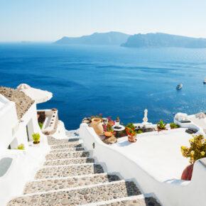 Eure eigene Windmühle auf Santorini: 5 Tage in Villa mit Panorama-Meerblick nur 247€