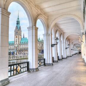 Kurztrip nach Hamburg: 3 Tage im zentralen TOP 4* Hotel mit Frühstück & Spa ab 139€
