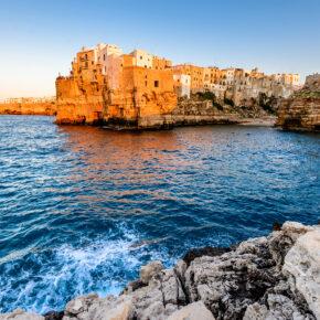 Italien: 7 Tage Apulien im 3* Hotel inkl. Halbpension, Flug & Zug zum Flug nur 320€