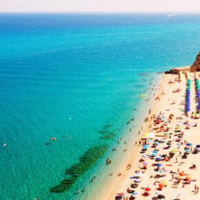 Lastminute nach Kalabrien: 15 Tage in Italien mit Flug & gutem Hotel nur 174€