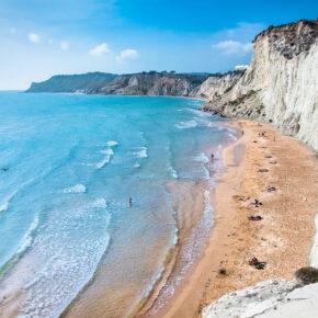 7 Tage auf Sizilien im 3* Hotel mit Rutsche direkt ins Meer, Frühstück & Flug nur 377€