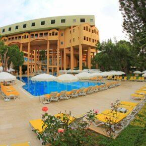 Türkei: 5 Tage im guten 4* Hotel am Strand mit All Inclusive, Flug, Transfer & Zug nur 194€