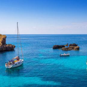 Maltas kleine Schwester: 7 Tage auf Comino im 3* Hotel mit Halbpension, Flug, Transfer & Zug nur 283€