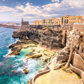 Sommer im Marokko: 7 Tage im 3* Hotel in Agadir mit Halbpension, Flug, Transfer & Zug nur 133€