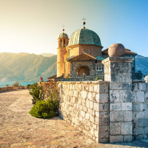 Montenegro im Sommer: 8 Tage im tollen Apartment mit Meerblick & Flug nur 96€