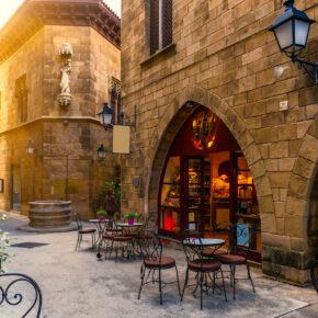 Barcelona Städtetrip: 4 Tage in TOP zentraler Unterkunft mit Frühstück & Flug nur 95€