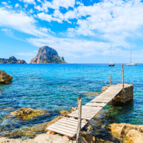 Ibiza Kracher: 7 Tage Inselurlaub im 3.5* Hotel mit All Inclusive, Flug, Transfer & Zug nur 286€