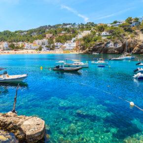 Ibiza Frühbucher: 7 Tage im neu renovierten 4* Hotel mit Halbpension, Flug, Transfer & Zug nur 337€
