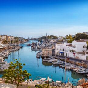 Balearen im Sommer: 7 Tage Menorca im 3* Hotel mit Flug, Transfer & Zug nur 219€