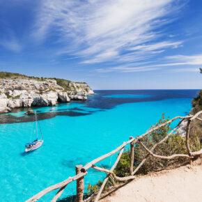 Menorca: 7 Tage Inselurlaub im 4* Hotel mit Halbpension, Flug, Transfer & Zug für 332€